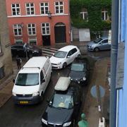 Målingerne er foretaget ud at et åbent vindue på 2. sal i det blå hus, Larslejsstræde 3