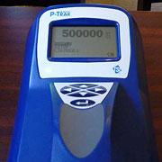 Partikeltælleren viser det maksimale antal partikler pr. kubikcentimeter den kan måle, her i et pizzeria