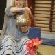 Charlott fortæller historie i børnehaven i Farvergade
